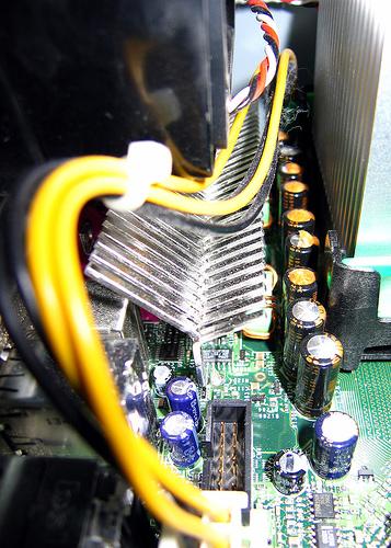 Clique na imagem para uma versão maior  Nome:         capacitores.jpg Visualizações:157 Tamanho: 162,7 KB ID:      12403