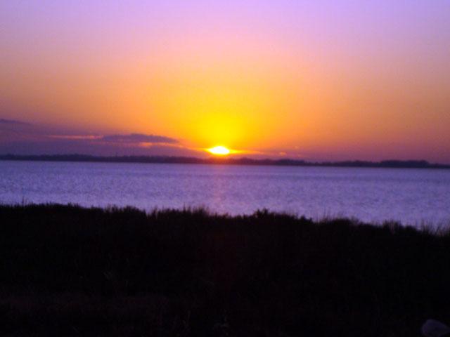 Clique na imagem para uma versão maior  Nome:         por do sol lagoa dos patos - Rio grande - RS.jpg Visualizações:168 Tamanho: 26,1 KB ID:      17613