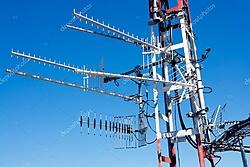Clique na imagem para uma versão maior  Nome:         depositphotos_6946531-stock-photo-antenna-repeater-messy-mast-in.jpg Visualizações:405 Tamanho: 107,3 KB ID:      68678